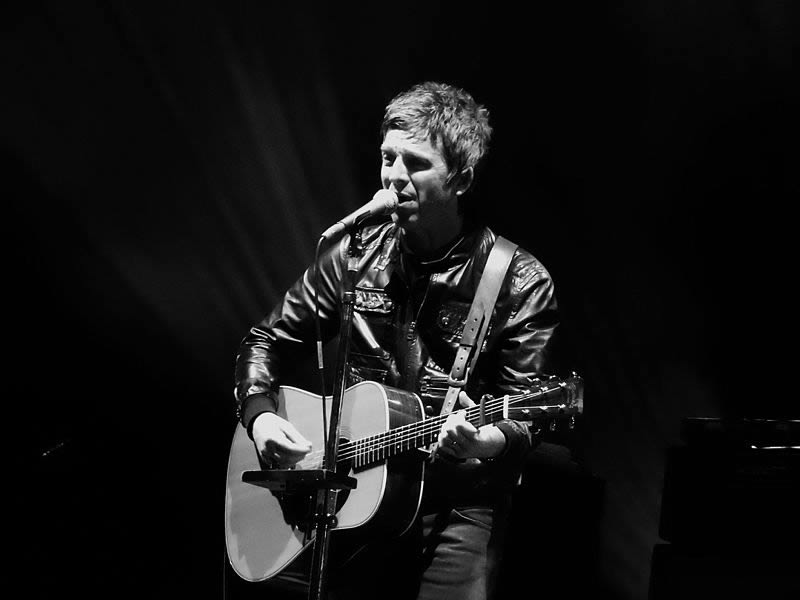 Noel Gallagher's High Flying Birds at Clapham Common Calling Festival, London. 2015. Wikimedia Commons.